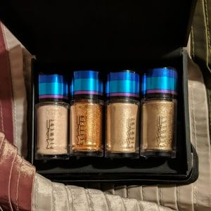 MAC irresistibly charming glitter pigments